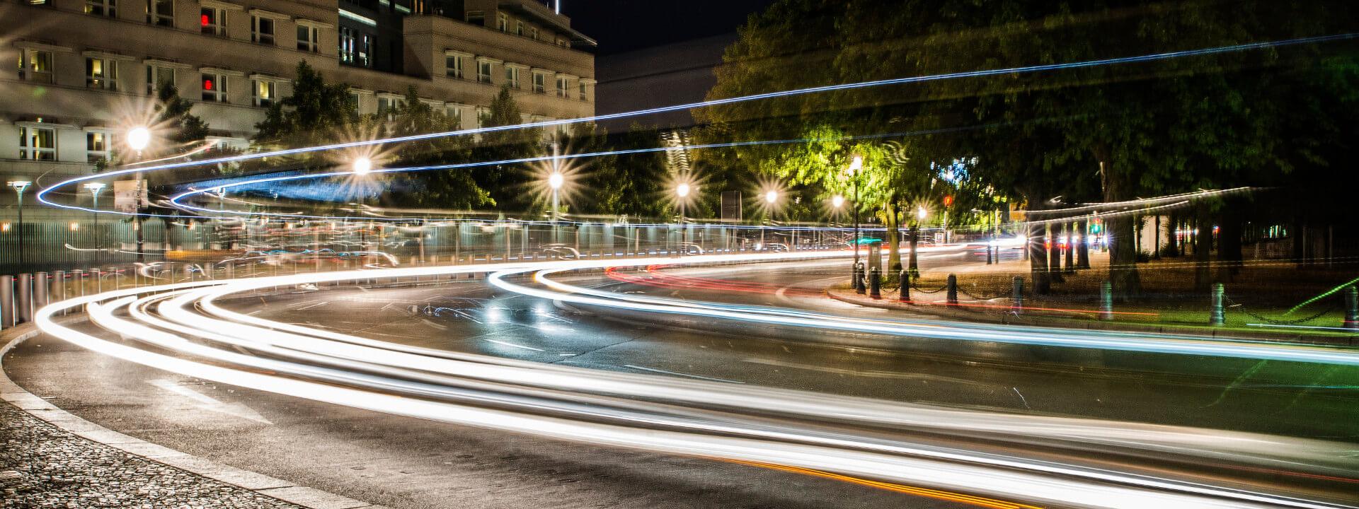 abend-autobahn-autos